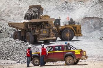 Loading ore, Mantos Blancos, Chile