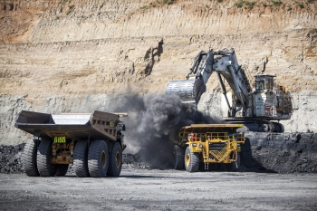Loading ore, Queensland, Australia